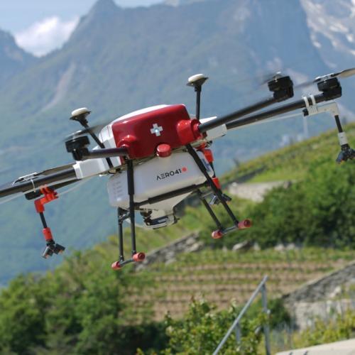 Démonstration de drone d'épandage
